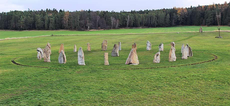 Der Steinkreis von Holašovice